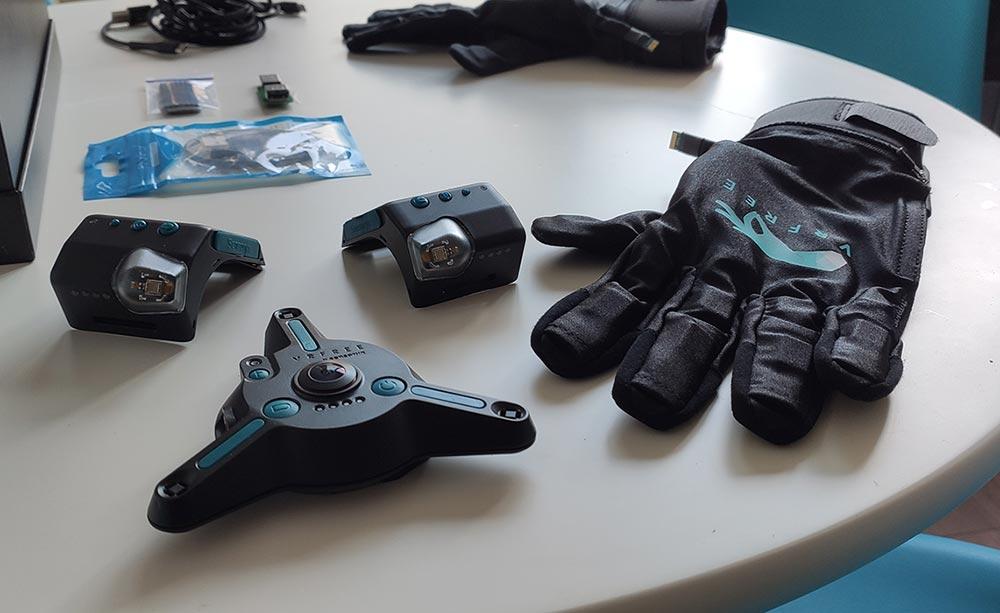 guanti virtuali VRfee con sensore