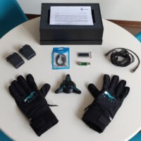 Nuovi guanti per la realtà virtuale: VRfree Gloves